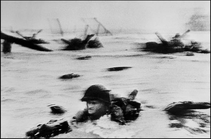 « Slightly out of Focus, une image mémorable » par Robert Capa